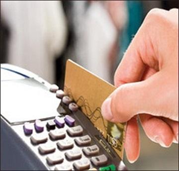 Продавцов обяжут принимать к оплате банковские карты — иллюстрация к новости